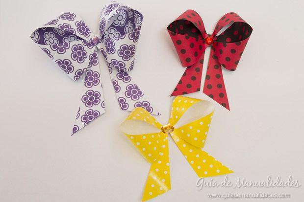 Mo os de papel con gemas de colores manualidades - Manualidades con papel de colores ...