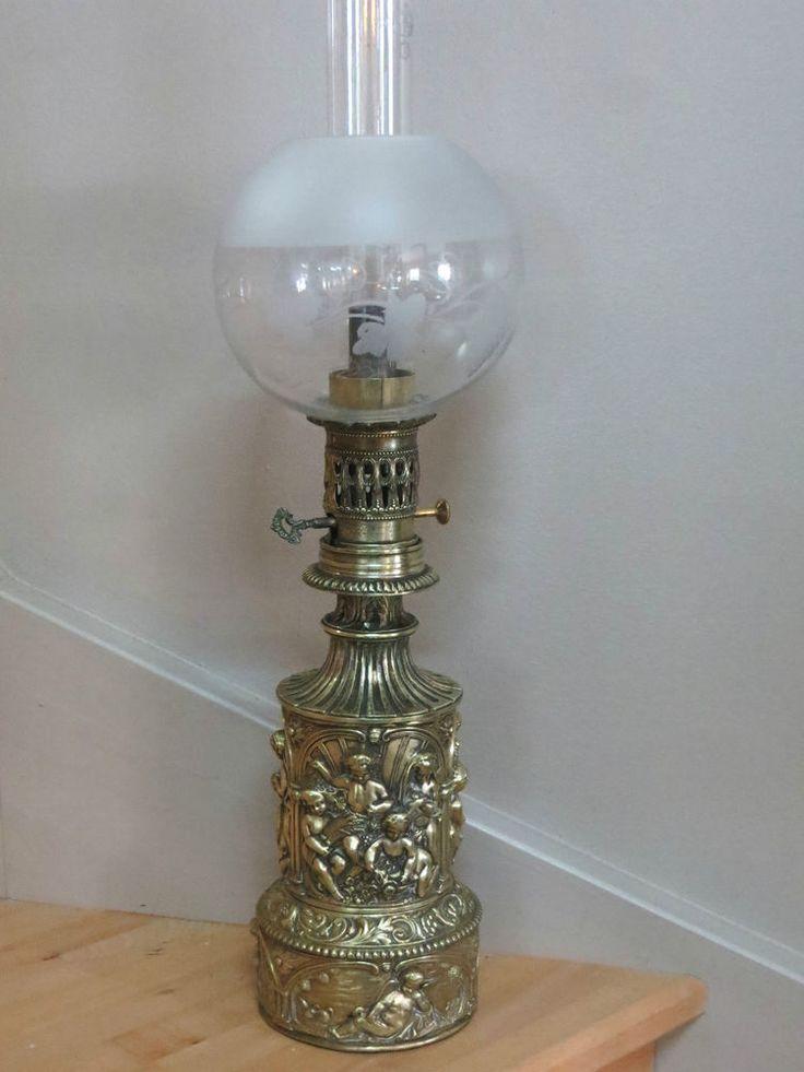 LAMPE A  PÉTROLE / HUILE  EN CUIVRE REPOUSSE DÉCOR CHÉRUBINS / ANGELOTS 19 éme