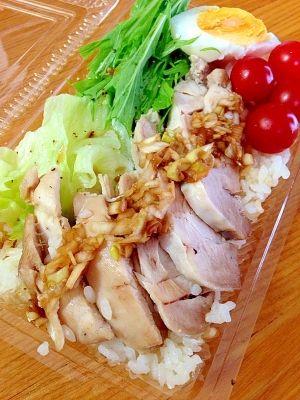 楽天が運営する楽天レシピ。ユーザーさんが投稿した「炊飯器にお任せ!シンガポールチキンライス」のレシピページです。時間がないときに炊飯器に入れるだけで美味しいシンガポールチキンライスができました。旦那さんの大好物です。。シンガポールチキンライス。鶏もも肉(むね肉),米,ネギの青い部分,鶏がらスープの素,酒,生姜・にんにくチューブ,塩,ナンプラー(醤油),☆醤油,☆酢