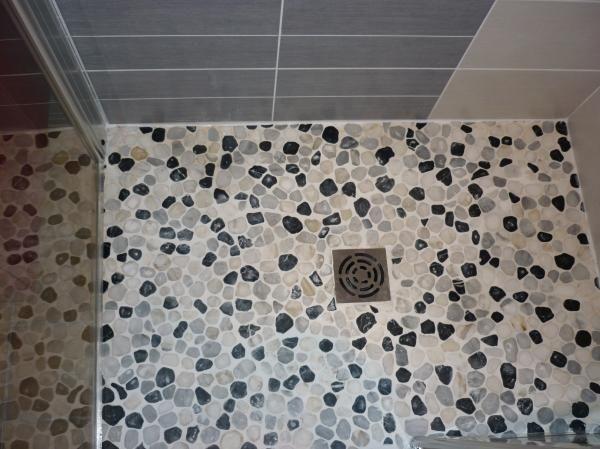 9 best comment poser des galets images on pinterest pebble stone bathroom and half bathrooms. Black Bedroom Furniture Sets. Home Design Ideas