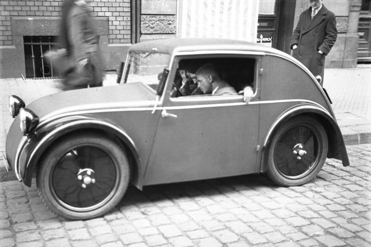 1933 production model of the Standard Superior