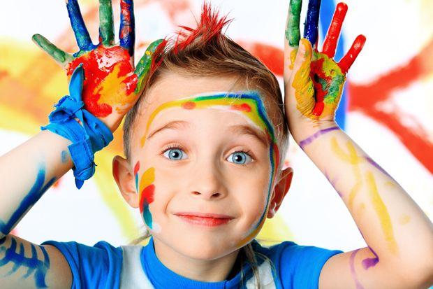 Resultado de imagen de niños pintando con las manos