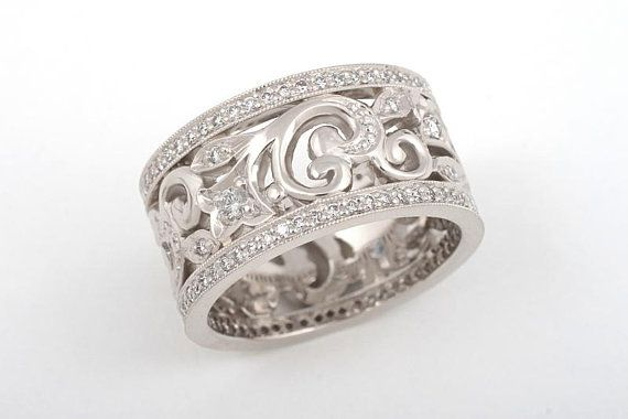 Stunning floral ornament filigree ring.