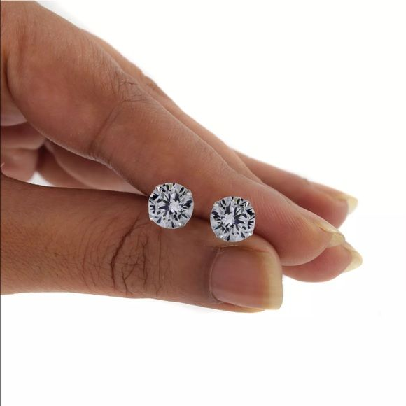 1 carat diamond earrings real 1 carat diamonds earrings vs1 clarity. In solid 14k white gold .  There pretty big each one about 6mm each.  . And lighter too.  My lighting is bad home.  Wore a gift. Wore appraised at over $5000.    Tv is $1000 Jewelry Earrings
