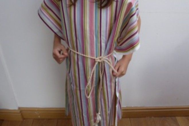 A simple but beautiful costume for a shepherd in the nativity play. This costume is really quick and easy to make. Here are the instructions for the no-sew shepherd nativity costume.