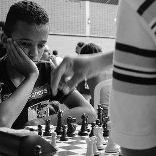Realizo torneios de xadrez sempre que possível aqui na cidade de Suzano. Como não temos apoio, de forma alguma, do poder público, realizo com a ajuda de alguns doadores amigos da Associação de Xadrez Suzano, com sede em Suzano - SP.