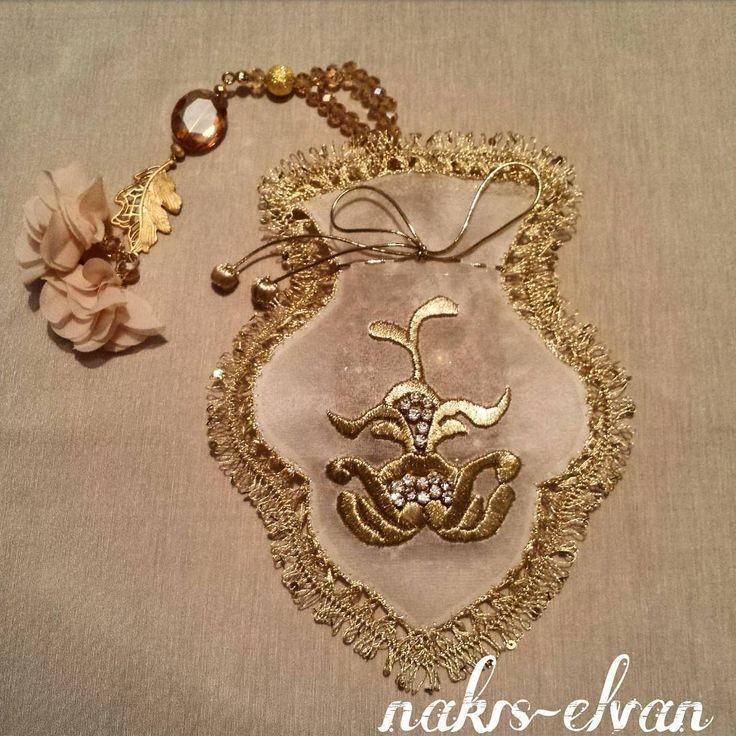 View nakisevi's instagram image Kesecik (24×18 cm) #kese#lavantakesesi#tesbihlik#hediyelik#dekoratif#nakış#embroidery#özgün#makinanakışı#elnakışı#düğün#kült 1439389598760632971_1679198695 • Stalkture