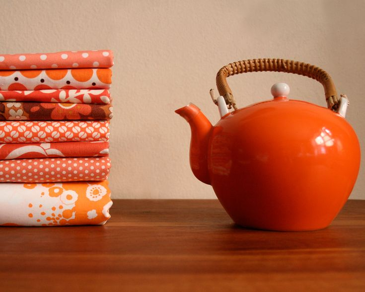 I'm a little dream pot.  I am on the hunt for a vintage orange teapot similar to this.  LOVE.