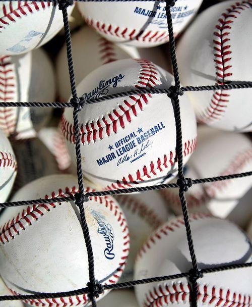 intentar jugar beisbol en el estadio