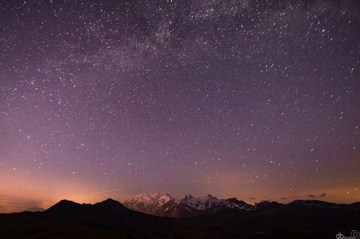Le Mont Blanc sous ciel étoilé.