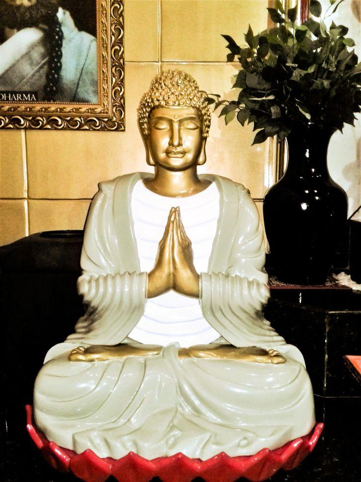 IMAGEM DO BUDHA SHAKYAMUNI, O Buda Eterno, fundador do Budismo, no Templo BassaiJi da Associação Budista Vajramushti de Karate-Do, Belo Horizonte, MG, Brasil