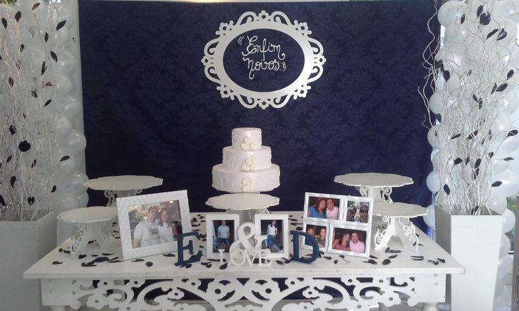 Decoração provençal noivado/casamento    - 1 Mesa de 1,60  - 2 vasos altos com galhos secos  - 2 colunas luminarias  - 5 bandejas redondas  - 1 bolo fake  - 2 porta retrato  - 3 lanternas com velas artificiais  - 1 painel de tecido jacar azul ( ou outra cor quer tiver preferencia, consultar opçõe...