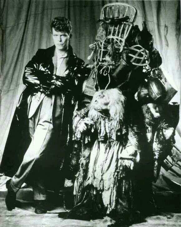 Startling & Sometimes Creepy Behind the Scenes Photos from David Bowie's…