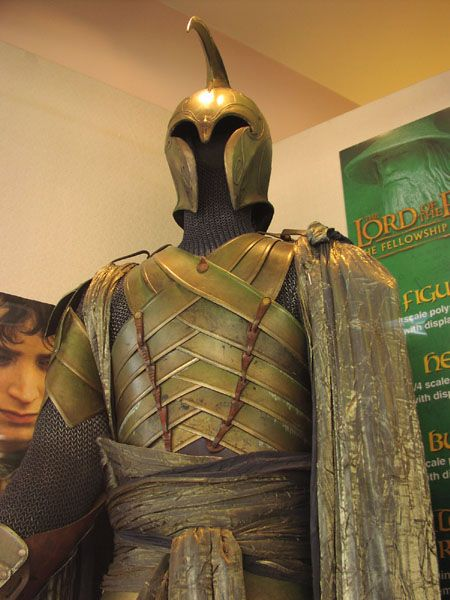 Google Image Result for http://www.alleycatscratch.com/lotr/Exhibit/Travel/Lyric/elf_armor_front_top_fg.jpg