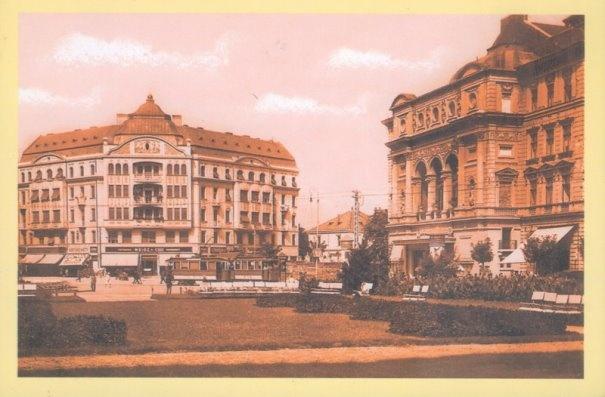 Timisoara - 1930 - În dreapta imaginii, Teatrul Comunal, cu arhitectura neschimbată. În faţă se află Palatul Weiss, unde astăzi funcţionează magazinul Materna