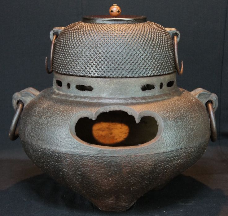 Antique-Tea-Ceremony-Kama-Furo-Japanese-art-1900-Japan-iron-kettle