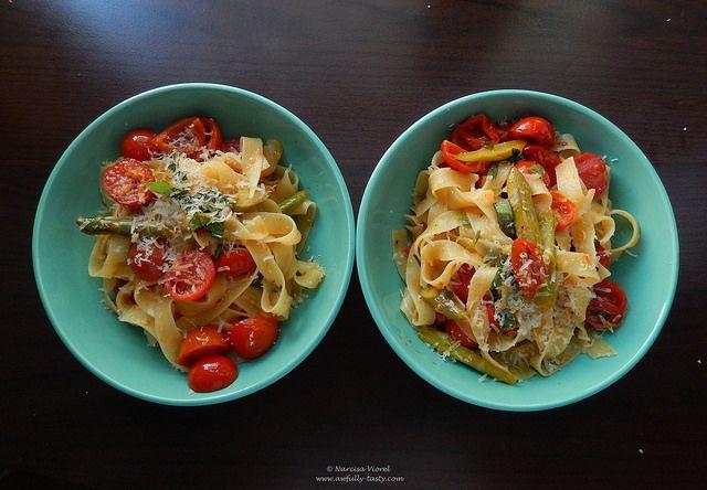 Fettuccine cu sparanghel si rosii cherry.  Asparagus and cherry tomato fettuccine.