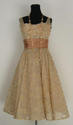 Vintage dress.  I really like this!