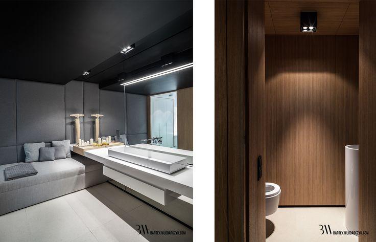 Wnętrze nowoczesnej łazienki z tapicerowaną ścianą i wielkoformatowym lustrem. www.bartekwlodarczyk.com