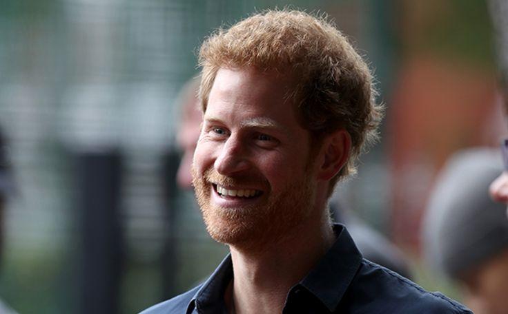 英ヘンリー王子デイヴグロールの見舞いに訪れていた