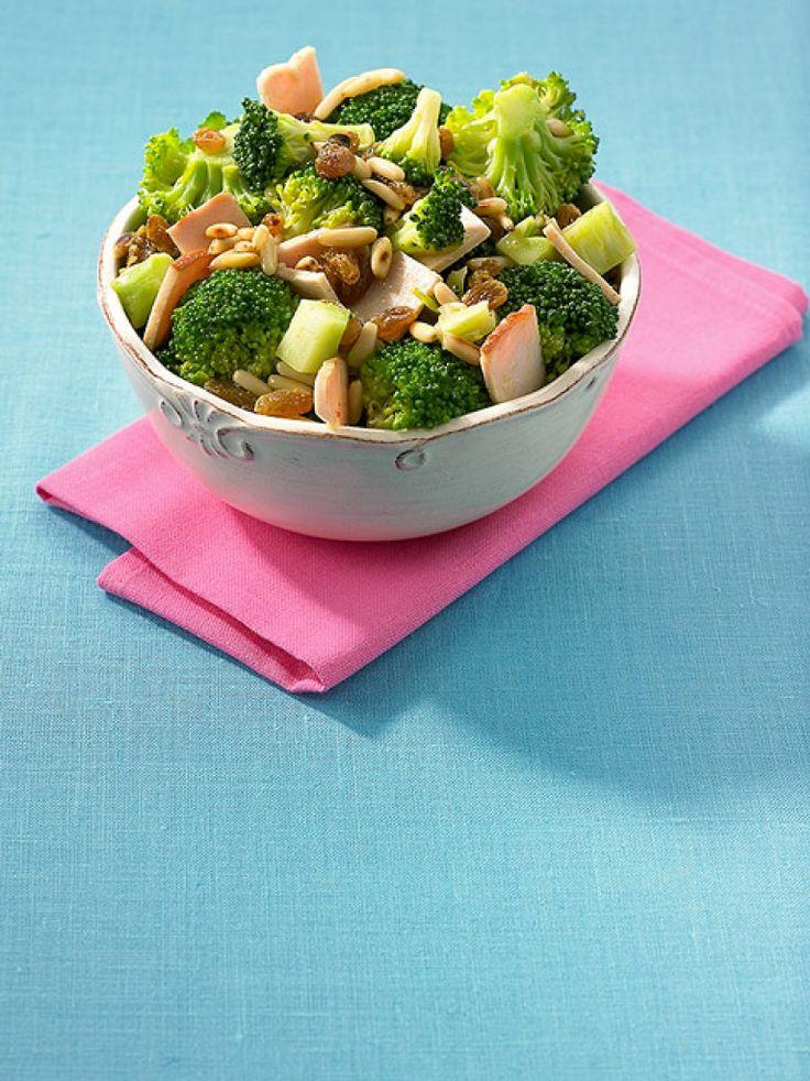 Rezept für Broccolisalat bei Essen und Trinken. Ein Rezept für 2 Personen. Und weitere Rezepte in den Kategorien Geflügel, Gemüse, Vorspeise, Hauptspeise, Salate, Blanchieren.