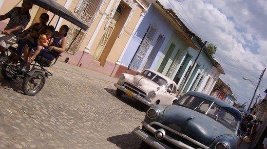 Vintage cars in Cuba - De gamle amerikanske bilene i Havana skaper et fargerikt gatebilde på Cuba http://travels.kilroy.no/destinasjoner/karibien/cuba/havana #cars #vintage #cuba #havana #caribbean #street