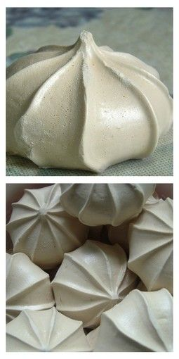 Sněhové pusinky - Czech meringue cookies.