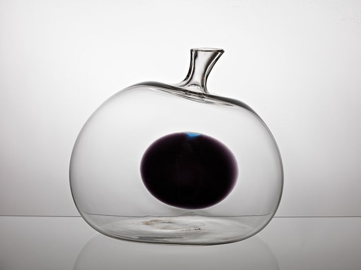 Jaroslav Taraba, blown glass vase object, 1965, H: 22,5 cm, D: 25,0 cm, glassworks Lednicke Rovne, Czechoslovakia, property of SNG Bratislava