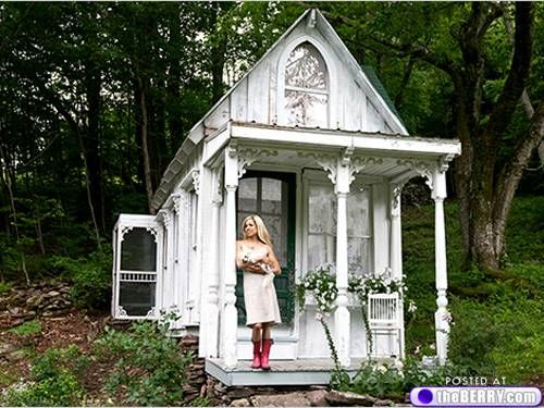Tiny houses.: Ideas, Shabby Chic, Playhouses, Tiny Houses, Victorian Cottages, Gardens, Gingerbread Houses, Plays Houses, Photo