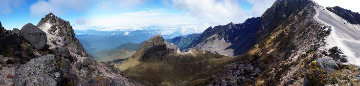 El Pichincha es un volcán de Ecuador. La capital ecuatoriana, Quito, se encuentra en sus faldas. Presenta varias cumbres, que en la siguiente lista están mencionadas desde la geológicamente más vieja al noreste hasta la más nueva al suroeste. Elevación: 15,696 ft Última erupción: 2002 Prominencia: 5,420 ft Ubicación: Ecuador Tipo: Estratovolcán Cordillera: Cordillera de los Andes