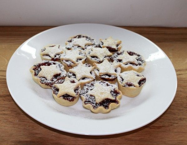 Мини-пироги с вишней (клюквой)