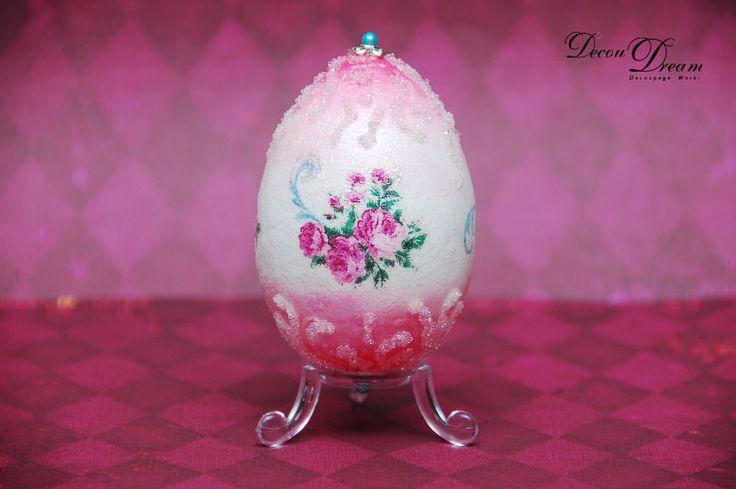 A decoupage pink Easter egg Pisanka decoupagepowa by www.facebook.com/Decoudream