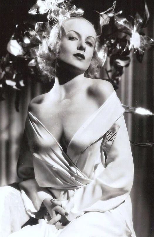 Carole Lombard showing a sexy attitude and a lot more.  Makes me nostalgic for a time well before I was  born. http://searchcelebrityhd.com/blog/