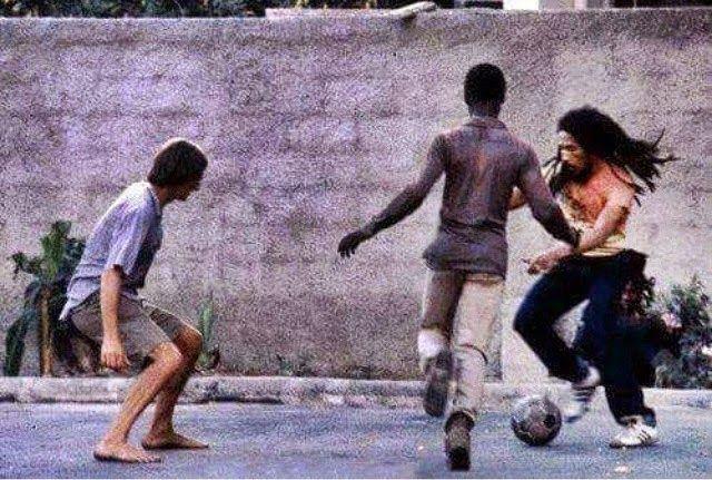 World Reggae Music : Bob Marley Playing Football (Soccer) On Old Hope Road [1979]