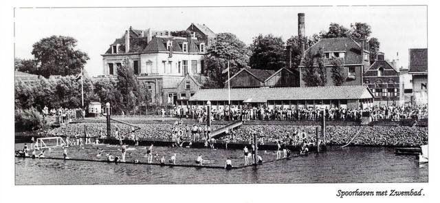 Zwembad in de haven Vlaardingen 1950