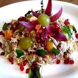 Quinoa con uva bianca e melograno