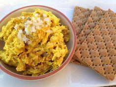 Zelf kip kerrie salade maken is niet alleen leuk om te doen, het is ook nog eens gezonder en lekkerder. Heerlijk voor op brood of een toastje.