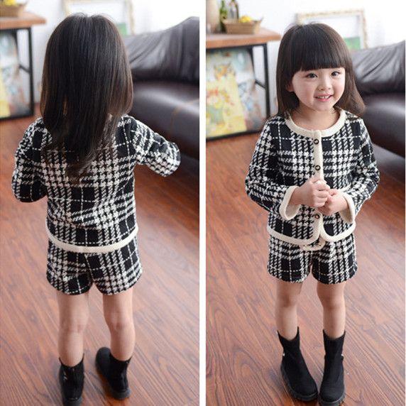 Осенняя Мода детская одежда белый и черный плед установить два дизайн девушка Комплект Одежды Ребенка плед пальто + шорты девушки
