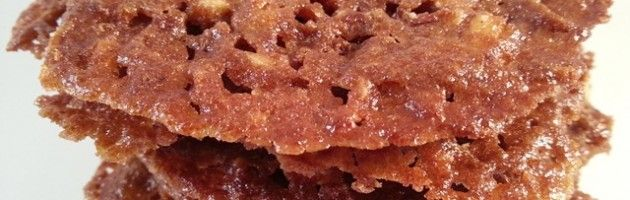 Kletskoppen:      50 gram (grof) gehakte amandelen,     100 gram biologische roomboter,     100 gram palmsuiker,     75 gram kastanjemeel (kan ook met boekweit of amandelmeel),     Snuf zout