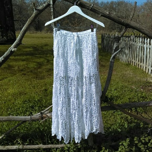 Earthbound trading company white lacy skirt Never been worn very cute Earthbound white Lacy skirt. Has a white fabric lining inside.  Size medium. Very clean. Smoke free home Earthbound trading  company  Skirts