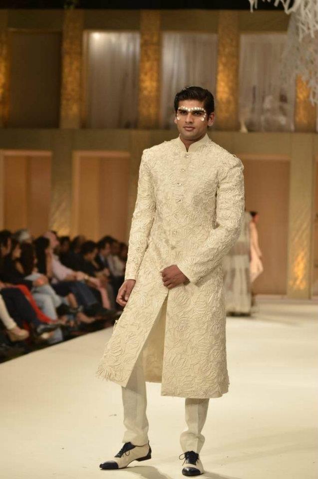 Lakme Fashion Week - Day 5 - RohitBal - Fashion Blog - For All Things Beautiful - The Purple Window