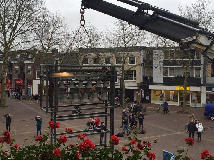 Demontage, onderhoud en opslag van ons #carillon. Vanuit B&W perspectief. #Zevenaar #verhuizing. Dinsdag 1 december 2015. Via twitter @TienkevdWerf