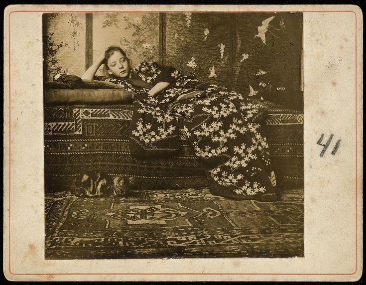GH-Breitner-Geesje-Kwak-in-red-kimono-1893-1895.-Daylight-Gelatin-Silver-Print-original-print.-RKD-Dutch-Institute-for-Art-History-The-Hague.jpg (4000×3114)