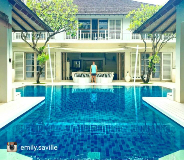 Wonderful #villa in strategic area, 5 minutes walk to #KuDeTa and Petitenget Beach . This villa features 3king sized bed and 1twin bed which comes with 2bunk beds, Ideal for family with some kids.  For detail about this Villa visit buff.ly/2nz9cvY great  by @emily.saville . . #beautifuldestination #bali #geriabali #luxuryworldtraveler #hgtv #travel #wtm #tbt #balibible #balibucketlist #ootd #travellerworld #balidaily #holiday #honeymoon #vacation #indonesia #seminyak…