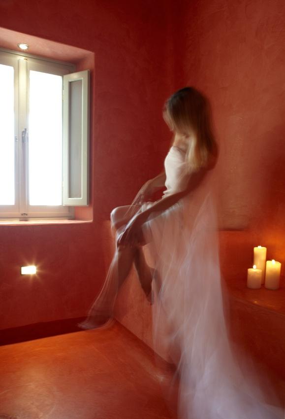 Voreina Gallery Suites Santorini (original descripion) Photography By @absst  #photographer #photography #weddingphotography #weddingphotographer #santorini #greece #destinationweddings #weddingsinsantorini
