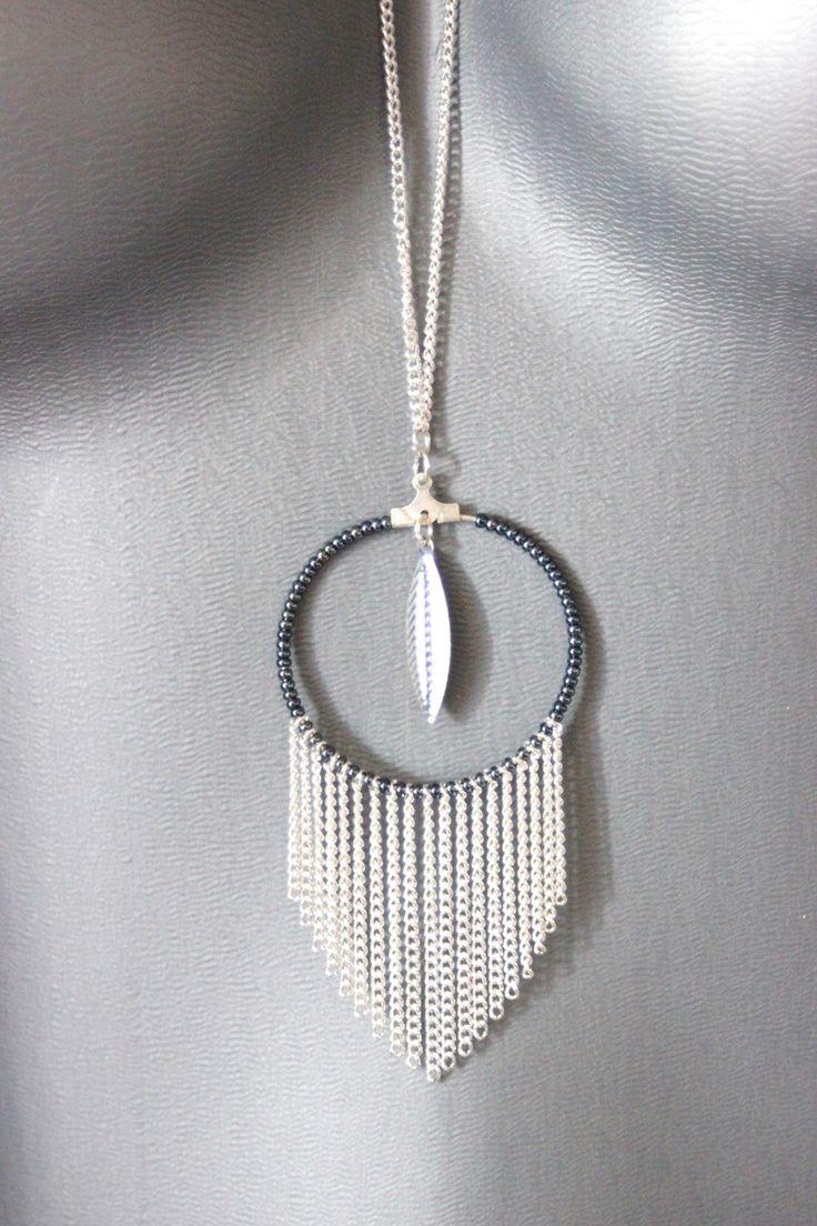 Collier sautoir à franges hippie chic en métal argenté, breloque plume et perles de rocailles noir hématite