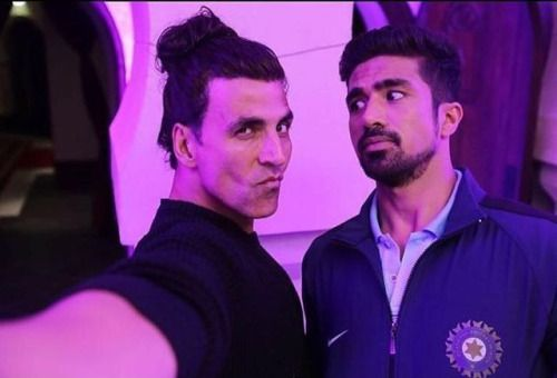 Akshay Kumar and Saqib Saleem Click A Funny Selfie In Their...