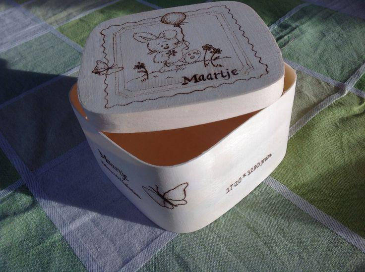 Opbergdoosje                            Geboorte cadeau houten doosje met geboortekaartje
