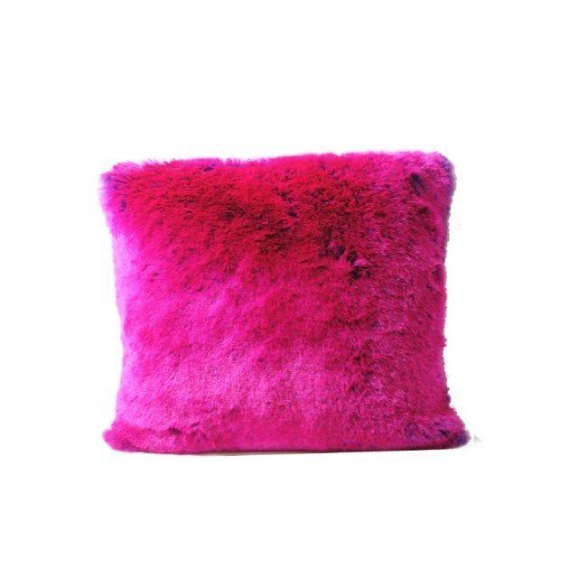 Et si on voyait la vie en rose  On opte pour le sublime coussin Rose Shocking  #fauxfur#faussefourrure#pillows#coussin#sweethome#sweet#doux#design#designer#designertextile#createur#designerfrancais#chalets#megeve#annecy#luxe#faitmain#handmade#brand#faitmain#madeinfrance#deco#decor#decoration#textiledemaison#madeinfrance#nuancepivoine - Architecture and Home Decor - Bedroom - Bathroom - Kitchen And Living Room Interior Design Decorating Ideas - #architecture #design #interiordesign #diy…