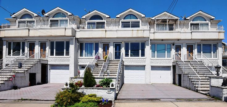 South Beach - Great big two family town home in excellent condition with amazing ocean views. conveniently located minutes from VZ Bridge, next to parks, beaches, schools, and transportation. Featuring a wide open layout, high ceilings, large bedrooms, master bedroom suite with private bath and balcony with full front ocean views, beautiful kitchen, family room, garage, yard, big driveway, excellent studio rental, and more! $599,900